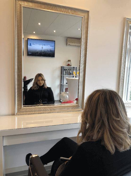 Kundin Friseur Hairstyle by Regina Lauf Neueröffnung Kunigundenviertel Friseursalon Eröffnungsfeier Lauf an der Pegnitz Friseursalon